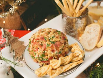 Cheddar Ale & Bacon Cheeseball